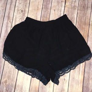 Lush black shorts